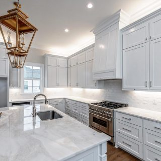 We absolutely love this kitchen in 319 Sweetleaf! Want a closer look? It is on the Parade of Homes this weekend June 26-27, 1-6 pm daily. #paradeofhomesnwla #paradeofhomes2021 #shreveporthomes #buildwithvintage #shreveportbuilders